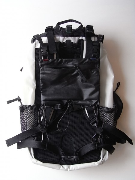 and wander (アンドワンダー) 30L backpack